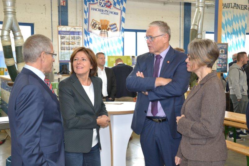 Ministerpräsidentin Malu Dreyer besucht Schreinerei Adams am Tag des Tischlerhandwerk 2017