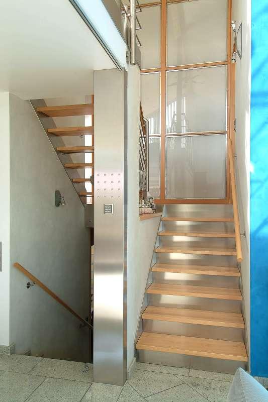 Ahorntreppe mit Zwischenpodest, oberer Lauf offen ohne Setzstufen